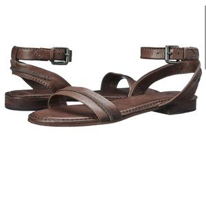 FRYE Phillip Seam Ankle Strap Sandal Flat Cognac